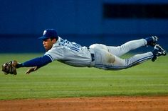 Blue Jays to Retire Roberto Alomar's Jersey. Alomar's number 12 will be honored in Toronto. Best Baseball Player, Sports Baseball, Baseball Jerseys, Baseball Field, Basketball Rules, Sports Pics, Baseball Stuff, Baseball Photos, Baseball Cards