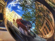 non si può resistere ad uno specchietto di un auto cromato... di Cristina Comici #udineriflessa