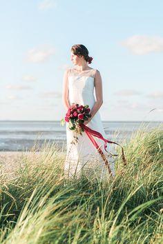 Brautkleid lang Sommerliche Gartenhochzeit in Rot | Hochzeitsblog The Little Wedding Corner