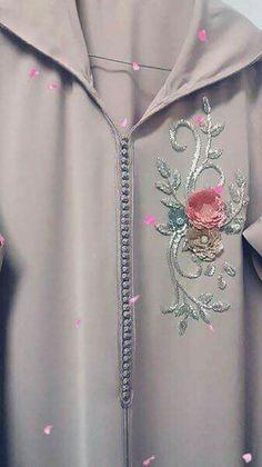 Embroidery Fashion, Embroidery Dress, Beaded Embroidery, Embroidery Designs, Kurta Designs, Blouse Designs, Modele Hijab, Moroccan Caftan, Beaded Collar