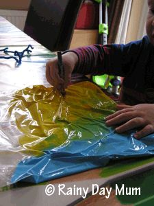 Exploring Color theory using a ziplock bag Kids Daycare, Daycare Crafts, Daycare Ideas, Kid Crafts, Science Projects For Kids, Science For Kids, Activities For Kids, Color Blending, Color Mixing