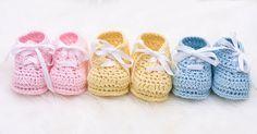 Baby Knitting Patterns Booties 50 Free Knitting Patterns for Baby Booties Sweater Knitting Patterns, Knitting Socks, Free Knitting, Baby Shower Background, Baby Shower Gift Basket, Knitting Videos, Baby Socks, Baby Booties, Crochet Baby