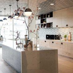Jessica Alba's Honest Company's office kitchen / Photo Assistant: Ram Gibson / Interior Stylist: Arthur Martinot