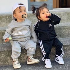 Cute Baby Twins, Cute Baby Boy Outfits, Cute Little Baby, Cute Baby Clothes, Kids Outfits, Baby Baby, Baby Girls, Babies Clothes, Baby Sleep
