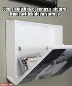 Picture frame/ storage I don't know if I'll ever do this, but just in case I'm pinning it. Lol