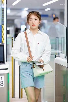 Seulgi: Are One Idols // seulgi red velvet ❤️ Kpop Fashion, Korean Fashion, Girl Fashion, Airport Fashion, Fashion Music, Kpop Mode, Fashion Corner, Red Velvet Seulgi, Velvet Fashion