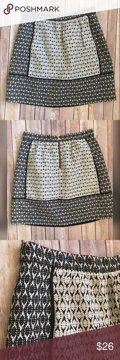 J crew skirt size 6 NWOT J. Crew black and white pattern flowy skirt size 6.  Lining 100% polyester . 49% cotton 45% polyester 6% viscose J. Crew Skirts