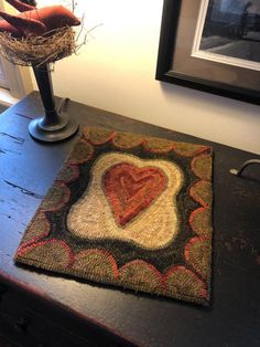 Rug Hooking Designs, Rug Hooking Patterns, Rug Hooking Frames, Punch Needle Patterns, Hand Hooked Rugs, Penny Rugs, Wool Applique, Traditional Rugs, Small Rugs