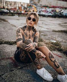 Avez-vous un tatouage? - Avez-vous un tatouage? Tattoed Women, Tattoed Girls, Inked Girls, Tattoo For Baby Girl, Hot Tattoo Girls, Tattoo Baby, Hot Tattoos, Mini Tattoos, Body Art Tattoos