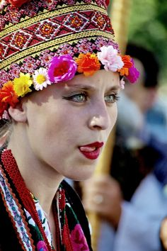 romanian people romanians traditional clothing  eastern europeans