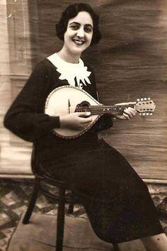 ليديا عكاوي؛ مطربة في الإذاعة الفلسطينية فلسطين قبل ١٩٤٨  Lydia Akkaoui; singer in the Palestinian Broadcasting Radio Palestine Before 1948  Lydia Akkaoui; cantante en el radio de Palestina Palestina Antes de 1948
