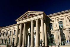 Palacio Nacional, Centro de San Salvador, El Salvador puede ser localizado en el centro histórico de la ciudad capital de El Salvador.