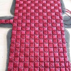 Pin by Çapulcu TC Mukadder Eoo on kanvas Plastic Canvas Coasters, Plastic Canvas Stitches, Plastic Canvas Patterns, Crochet Basket Tutorial, Crochet Beach Bags, Crochet Shoulder Bags, Diy Clutch, Yarn Bag, Canvas Purse