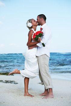I like the casual groom look:)