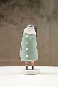 toy art Minimita by Elena Odriozola. (posted December on Garabat) Toy Art, Ceramic Pottery, Ceramic Art, Elena Odriozola, Sculptures Céramiques, Modelos 3d, Paperclay, Vinyl Toys, Designer Toys