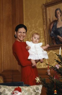 royalwatcher:  Queen Silvia and baby Victoria, Christmas 1977