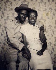 """40.1 mil curtidas, 186 comentários - Fotocracia. (@fotocracia) no Instagram: """"Casal posando para retrato na década de 1940."""""""