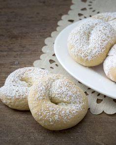 I biscotti allo yogurt sono perfetti per la colazione! Morbidi e fragranti sono buonissimi inzuppati nel latte! Italian Cookies, Sugar And Spice, Gelato, Bagel, Scones, Latte, Recipies, Muffin, Food And Drink