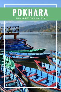 Pokhara i Nepal ligger smukt ved Phewa-søen med udsigt til Himalaya.