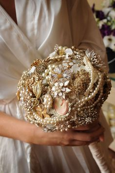 Pearls, cameo, rhinestones, oh my! #wedding #bouquet