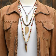 Layered neckaces have a modern western look. Vintage Light Bulbs, Western Look, Tassel Necklace, Jewels, Boho, Modern, Fashion, Vintage Lamps, Moda