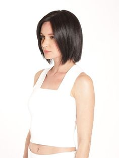 Cafe Chic, features a smart lace heat defiant structure, allowing for comfort and elegance, while emphasizing a short, straight and simple look. Short Hair Wigs, Girl Short Hair, Short Hair Styles, Hair Without Bangs, Brunette Bob, Synthetic Lace Wigs, Side Bangs, Hair Looks, Lace Front Wigs