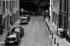 Rue Vandenhoven à Woluwe-Saint-Lambert - 16 mai 2015 - 12h52 ... un climat étrange, une Polo noire, trois poubelles, deux individus se quittent après un bref entretien et un homme pressé tient à la main un mystérieux paquet ... nous n'étions alors qu'au niveau 2 sur l'échelle de la menace. © Copyright 2016 R.John Spitaels. Brussels.