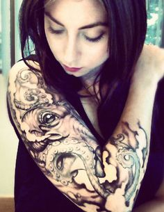 Octopus Sleeve!! Omg I'm in love. This would fit in my ocean //siren // mythology sleeve ideas.