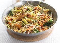 www.4cooking.ro -Tăieței chinezești cu pui- O combinație perfectă între tăieței, broccoli, morcovi, germeni de fasole, ceapă verde, usturoi, ghimbir și piept de pui aduce bucătăria chinezească la tine acasă. www.4cooking.ro