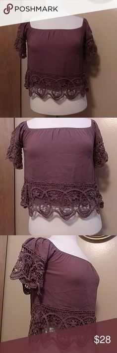 🆕Mocha Crop Peasant top w/Crochet Lace Details 🆕Beautiful Mocha Peasant top that's Cropped and gracefully banded at the arms and midriff with dyed to match crocheted lace. Neckline is generous and has full elasticity. Wear on/off the shoulders. Questions? Please ask. No Low Ball Offers Accepted. Tops Crop Tops
