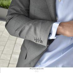 Skjorter i 100% bomull i de fineste Italienske kvaliteter fra Viero Milano. Kr. 795,-  Kjøper du 3 eller fler får du 100,- i rabatt pr. skjorte!  www.menswear.no Photo: @katyadonic #menswear_no #menswear#oslo#tjuvholmen #lysaker#bogstadveien#hegdehaugsveien #skjorte#perlemor#viero #jobb #fest #shirt#suitup#motherofpearl #buttons