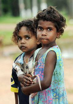 Indigenous Australia, Brian Cassey   Mírame y sé color
