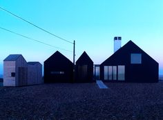 Shingle House in Dungeness by NORD Architecture black wooden exterior. Glasgow, Grand Designs Uk, Uk Holidays, Wallpaper Magazine, Black House, Modern Architecture, Minimalist Architecture, Residential Architecture, Modern Design