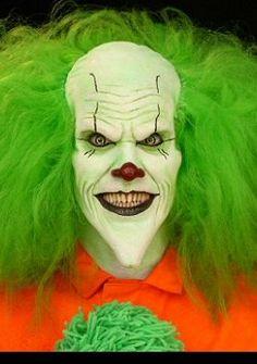 http://fc00.deviantart.net/fs27/f/2008/089/3/d/scary_clown_by_roxi123.jpg