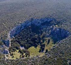 Μυστηριώδης κρατήρας στη Βοιωτία διχάζει τους επιστήμονες Greece, Water, Places, Outdoor, Articles, Greece Country, Gripe Water, Outdoors, Outdoor Games