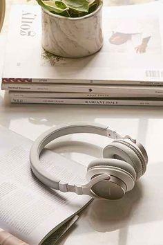 Urbanista Seattle Wireless Headphones - Urban Outfitters | @giftryapp