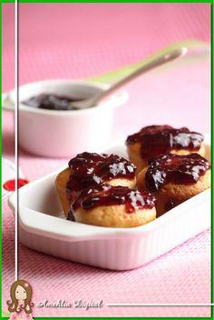 Mini muffins com geleia de amora