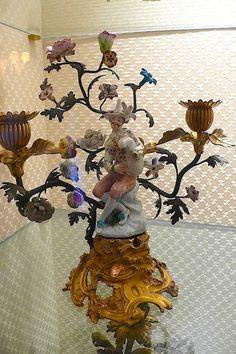 Bougeoir en porcelaine de Meissen et bronze doré, milieu du XVIIIeme siecle