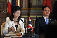 Thailand's Prime Minister Yingluck Shinawatra (L) and her Vietnamese counterpart Nguyen Tan Dung attend their joint news conference with other leaders of Mekong region nations and Japan's Prime Minister Yoshihiko Noda (not pictured) at the Japan-Mekong summit in Tokyo April 21, 2012.