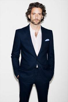 Tieless suit. Groomsman idea.