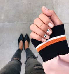 Opting for bright colours or intricate nail art isn't a must anymore. This year, nude nail designs are becoming a trend. Here are some nude nail designs. Nude Nails, Gel Nails, Nail Polish, Acrylic Nails, Minimalist Nails, Nail Designs Spring, Nail Art Designs, Nails Design, Evil Eye Nails