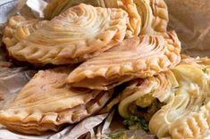Německý tvarohový koláč s rozinkami   Apetitonline.cz Apple Pie, Desserts, Food, Meal, Deserts, Essen, Apple Pies, Hoods, Dessert