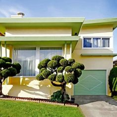 Mid Century House Exterior Design The Best Looks Natural - MagzHome Mid Century Decor, Mid Century House, Mid Century Style, Mid Century Modern Design, Mid Century Exterior, Style Retro, California Homes, Daly City California, California Ranch