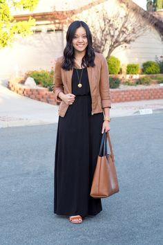 Here's a tip if you've ever wanted to wear a maxi dress but felt like it was just a liiiiitle too chilly. Wear some leggings underneath! It might not work with lighter dresses, but I've loved doing
