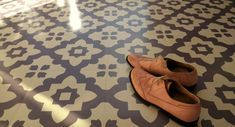 Please see additional listing for ordering samples  Based on a traditional Moroccan tile design but styled in cool modern colours these unique vinyl floor tiles create a beautiful calming feature floor.  The tiles are self-adhesive so they couldnt be easier to lay, they are comfortable under foot (without the chill of ceramic tiles!) and they would look great in a hallway, a kitchen or bathroom or just about anywhere! Casablanca Grey is a dark grey pattern on a grey/beige background. Des...