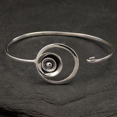 Simple bangle design
