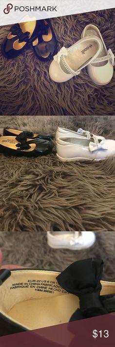Girls dressy shoes 👧 size 6 bundle black & white Girls dressy shoes size 6 both with cute bows. Perfect for dresses H&M Shoes Dress Shoes