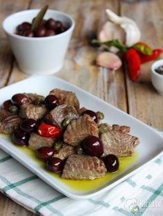 Come fare i bocconcini di tonno con olive e capperi