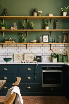 Kitchen Tiles, Kitchen Inspirations, Dark Green Kitchen, Kitchen Interior, Devol Kitchens, Kitchen Remodel, Kitchen Renovation, Farrow And Ball Kitchen, Home Decor