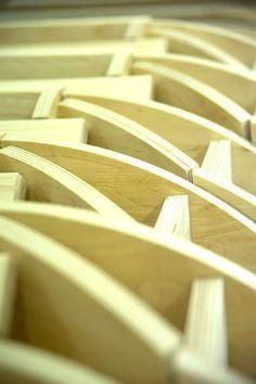 TEHDÄÄN HYVIN  Työvaihe: Käsinojarungon valmistus Tuotantolinja: Sohvat  #pohjanmaan #pohjanmaankaluste #käsintehty